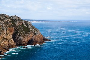 Beautiful photo depicting rocks, sea and vegetation