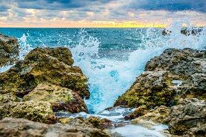 Splash of the big wave on the coast