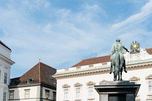 Kaiserstatue in Josefsplatz in Vienna