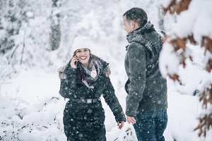 wedding couple smiling in the snow