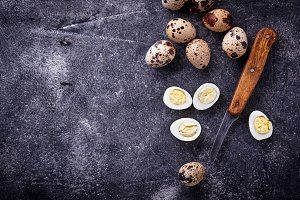 Raw and boiled quail eggs