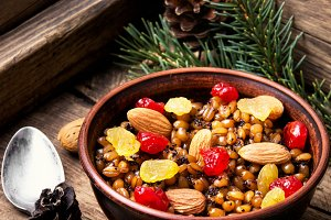 Wheat porridge with nuts and raisins