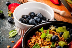 Granola with fresh berries