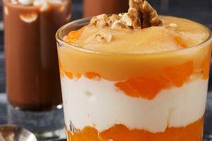 Yogurt with persimmon