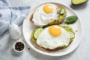 Toast with egg, avocado and cucumber
