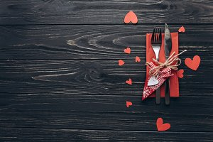 A table setting for Valentine day.