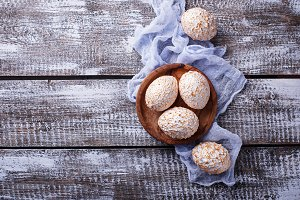 Decorative white and golden Easter eggs.
