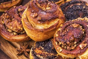 baked round buns with poppy seeds