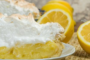 Fresh lemon meringue pie