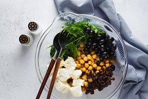 healthy vegan lunch bowl. chickpeas,