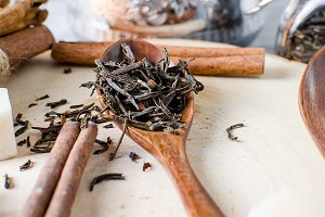 Tea leaves and dried tea on a wooden