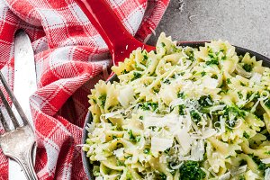 Spinach artichoke pasta with cheese