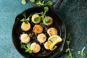 Fried scallops with butter sauce