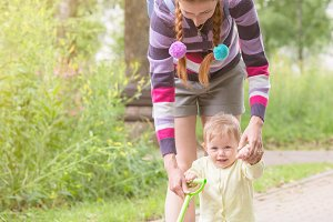 Baby first steps with mom