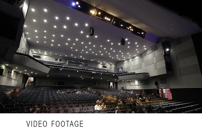 People fill the theatre. Time lapse. - People