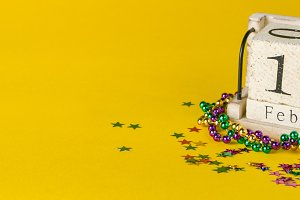 Mardi gras carnival background - beads and mask