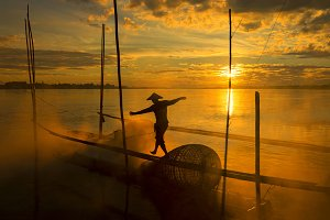 The work of fishermen on the Mekong