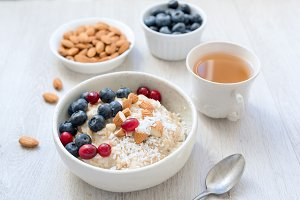 Oatmeal porridge with berry, almonds