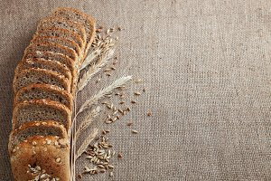 sliced ​​bread on burlap background