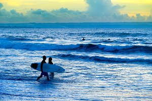 Surfers couple