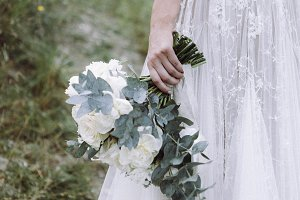Bride back with wedding bouquet