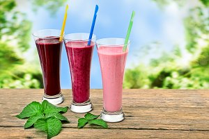 Smoothies made with fresh berries