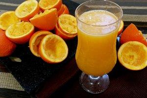Preparing orange juice