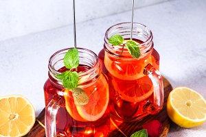 Iced tea with orange and raspberry i