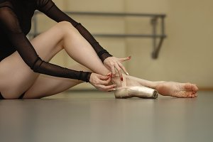 Ballerina puts on pointes