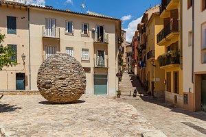 sculpture egg of stones