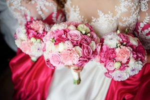 Pretty bridesmaids in pink dresses