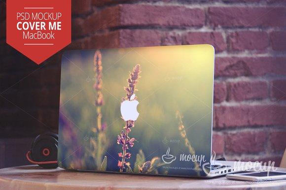Download PSD Mockup MacBook Cover Me