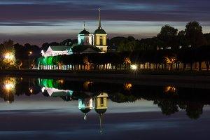 park Kuskovo at night