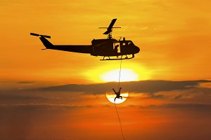 Soldiers rescue helicopter