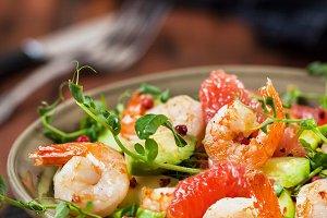 Fresh salad with prawns