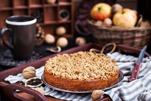 Apple cinnamon crumb coffee cake