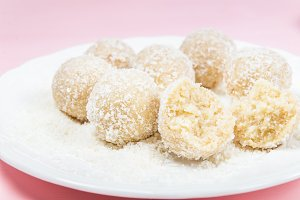 Homemade Raw Vegan Coconut and Lemon Truffles