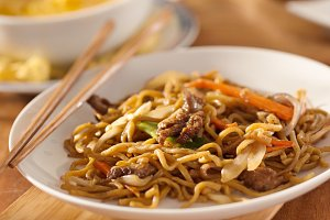 beef lo mein meal