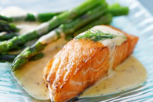 salmon and asparagus with sauce