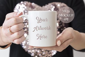 Mug mockup-Womans hands