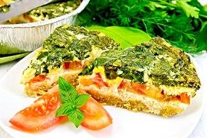 Pie celtic with spinach and tomatoes