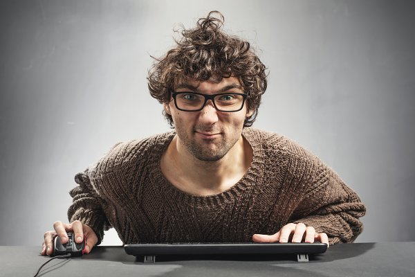Young man playing game on a compute…