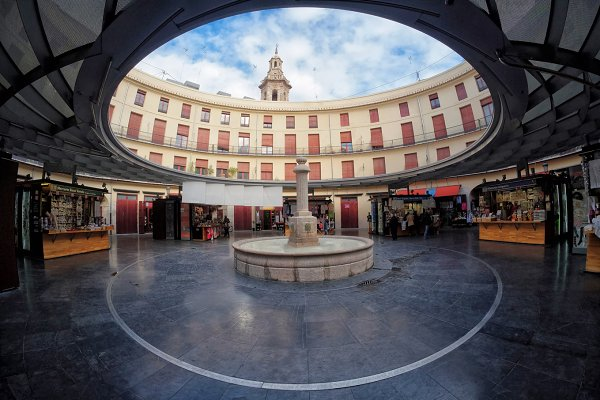Round square market in Valencia cit…