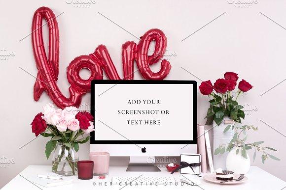 Styled Desktop Mockup, Red & Pink