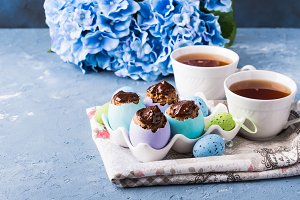 Easter sweet cup cakes treets in col