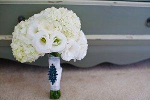 White wedding bouquet photo 2