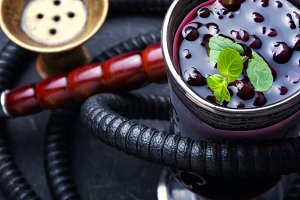 hookah with alcohol berry cocktail