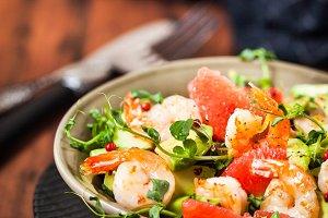 Delicious fresh salad with prawns