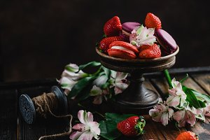 bowl with macarons and strawberries