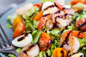 Delicious fresh salad with shrimps